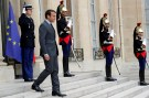 French President Emmanuel Macron waits for guests at the Elysee Palace in Paris, France, June 6, 2017.  REUTERS/Philippe Wojazer - RTX398PG